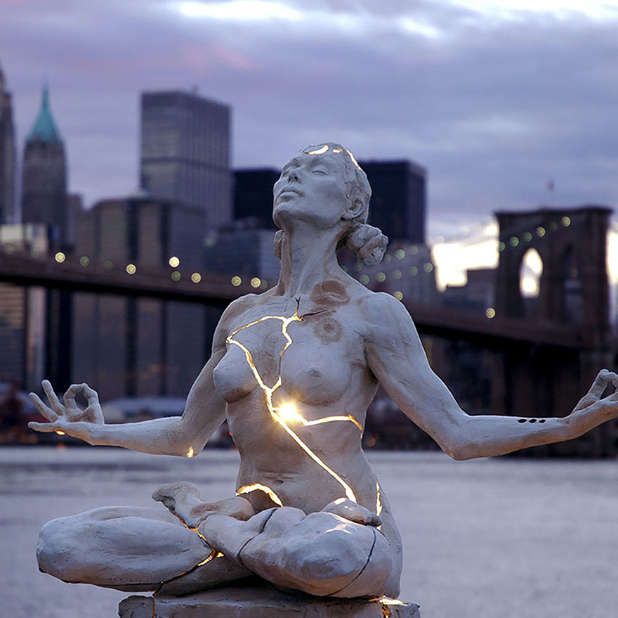 StatuedeLumièreBrisée.jpg