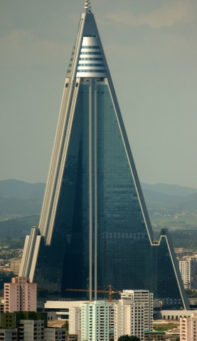 Ryugyong_Hotel_._August_27._2011_.Cropped.jpg