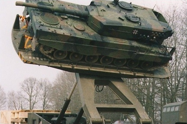 Tank_Catapult.jpg